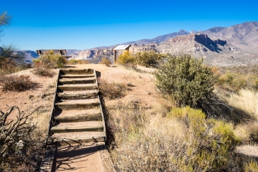Steps to viewing point off the highway.