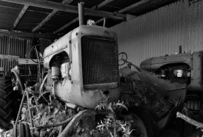 1800 Tractor 2 BW_MKH4631