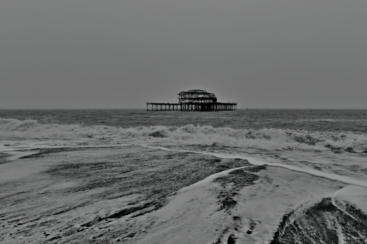 1800 The West Pier on a foggy morning 080120_DSC6296