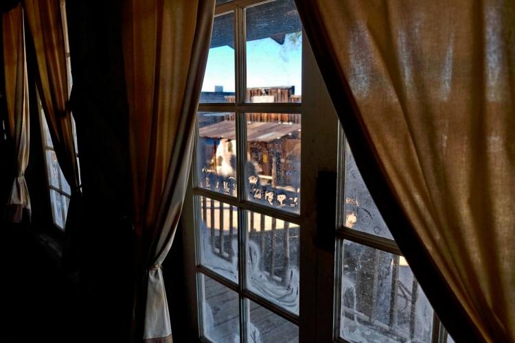 1800 Through the Saloon Window 190120_DSF1179